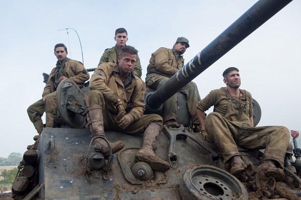 【写真を見る】ブラッド・ピット率いる戦車部隊の5人