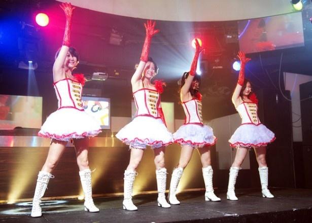 歌やダンスで人々に笑顔や元気を与えるアイドルグループ、i Dollsの4人