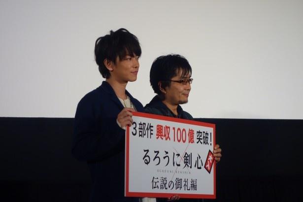 佐藤は、共演した福山雅治に「撮影中、とても気を遣ってくださって、優しいメールをいただきました」と感謝