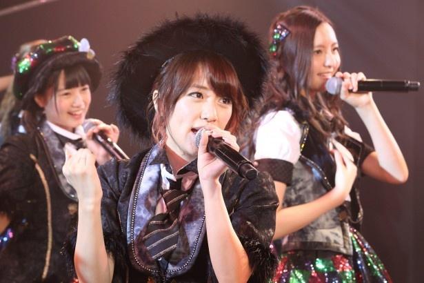 【写真を見る】HKT48の劇場公演にもサプライズ出演