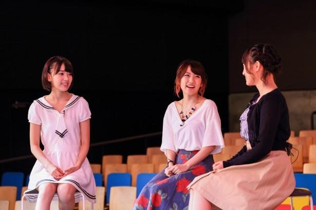 番組では、宮脇咲良(写真左)、朝長美桜(写真右)との3ショットトークも