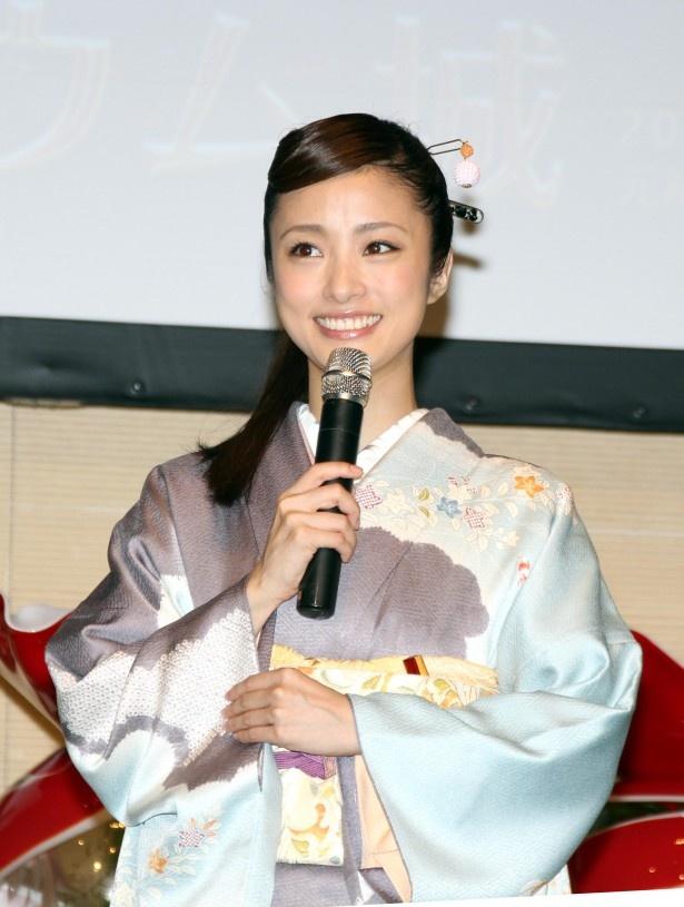 「昔から、母親と京都に行って街をぶらぶら歩いたり、一緒においしいごはんを食べに行ったりしていました」とエピソードを披露