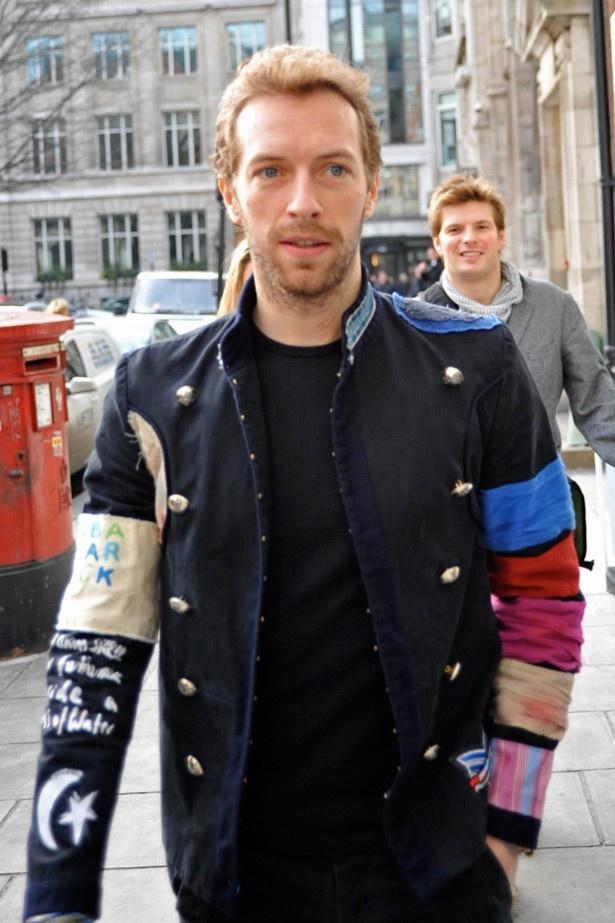クリスはローテーションでグウィネスとジェニファーの間を行き来!