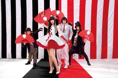ドローイング作品の展示も予定されているアーバンギャルドの松永天馬(写真左から3人目)