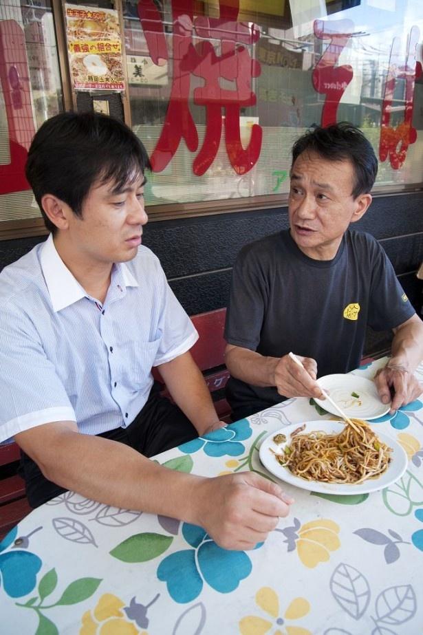 【写真を見る】今回の立役者の2人、「あぺたいと」の飯野雅司氏(写真右)と「日清食品チルド」の渡辺英樹氏(同左)