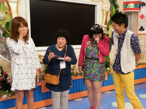 母親と大阪2人旅をしたバービー(写真右から2番目)