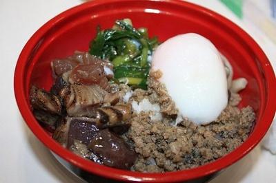 高知県黒潮町の戻り鰹をのせた「黒潮かつお丼」