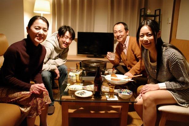 熟年夫婦、健次&敏子の晩餐にお呼ばれした一夫&千春。健次と千春の不倫関係がばれ、ここからドロ沼に…!