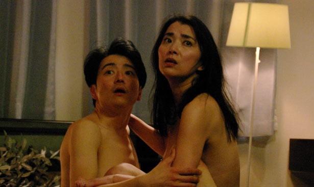 不倫していた互いのパートナーへの当てつけに一夫と敏子もやっちゃった!…なんとスワッピング状態に