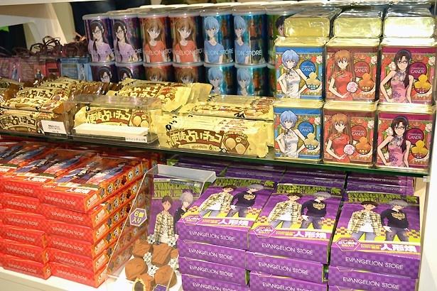 チョコレートや人形焼きなど菓子のラインナップも充実