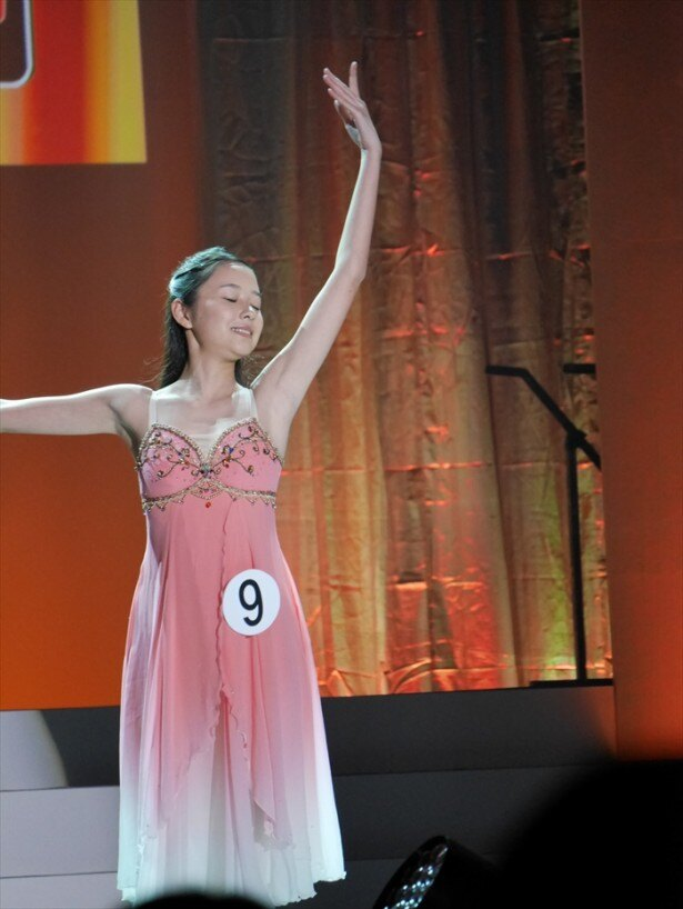 WOWOWドラマ賞受賞の堀田真由さん(16)。クラシックバレエを披露