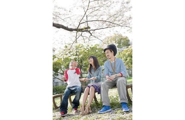 写真左からMassattack、橋本さん、Tarantula