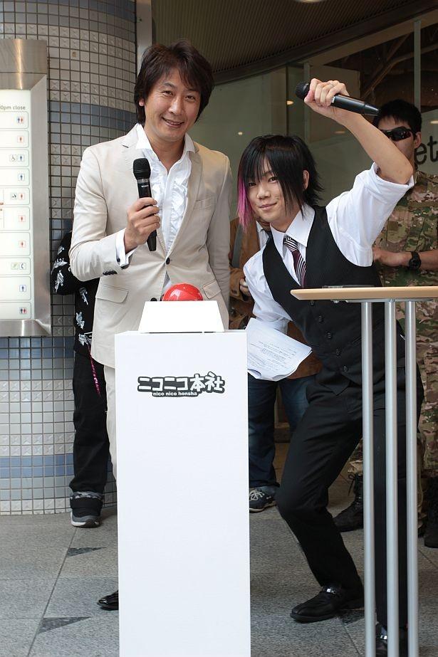 ニワンゴ代表取締役の杉本誠司社長(左)と「ニコラジ」MCの百花繚乱(右)