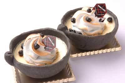 自由が丘スイーツフォレスト内「エモ カフェ」で販売中の「ワイルドブルーベリーの濃厚チーズタルト」380円