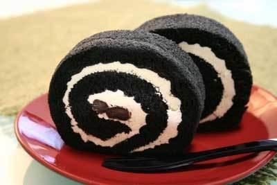 「千年の香り 千紀園」の「竹炭ロールケーキ」1575円(送料別)