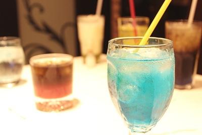 青が美しいソーダ「雷狼竜 ジンオウガ」(650円)