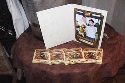 特製コースターがもらえる他、パセラリゾーツ 上野公園前店では5000円以上の注文でオリジナルフレームによる記念撮影が!