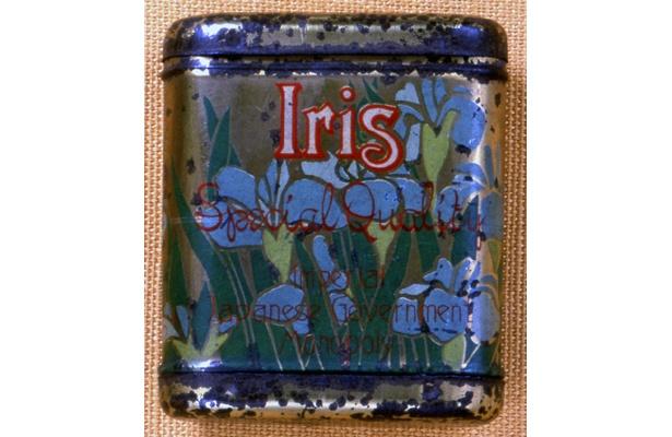 ブリキ缶に直接印刷された「アイリス」。明治から大正にかけてのたばこ