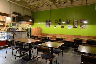 和泉中央駅に周辺にはオシャレなカフェが急増中! こちらはことし3月にオープンした「CAFE BONBONS」