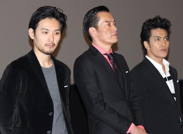 【写真を見る】松田龍平、遠藤憲一、北村一輝がそろって登場!『ザ・レイド GOKUDO』の舞台挨拶の模様