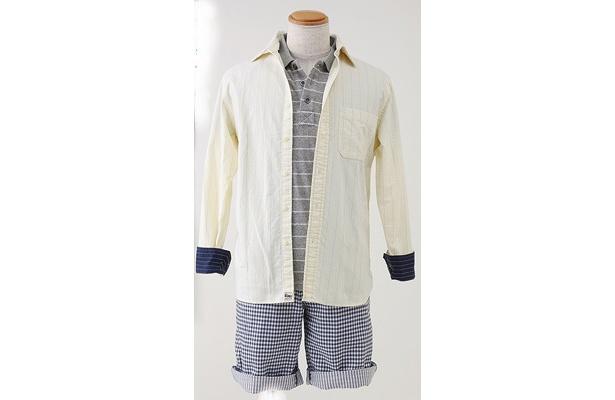 「ドライストレッチパイルポロシャツ」(1990円)と「オックスフォードストライプシャツ」(2990円)に「ハーフパンツ」(2990円)を合わせたコーデ