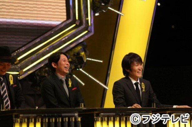 伊藤修子は「IPPONグランプリ」にて千原ジュニア(右)、有吉弘行(中央)、こいで(左)、飯尾和樹とBブロックで戦う