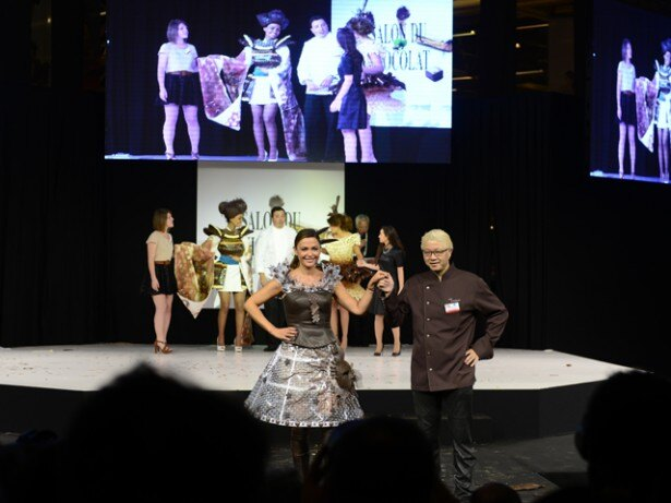 【写真を見る】20周年を記念して行われたファションショーに出演した辻口氏