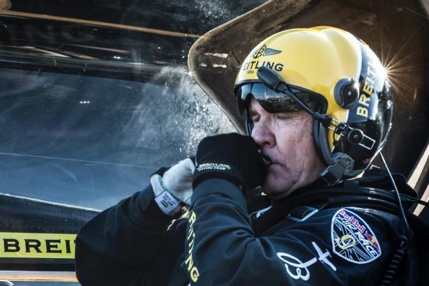 目を瞑って精神を高めるナイジェル・ラム選手。2014年のシリーズチャンピオンの座を手にした