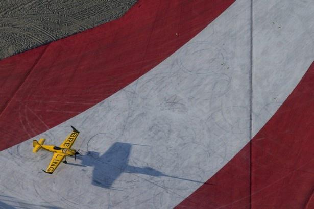 ナイジェル・ラム選手の機体には「BREITLING」の文字が映える