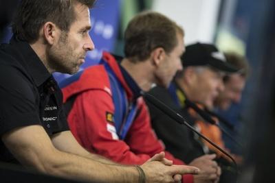 決勝後の記者会見で、悔しそうな表情を浮かべるハンネス・アルヒ選手。決勝で失速し、地元・オーストリアでの逆転劇は叶わなかった