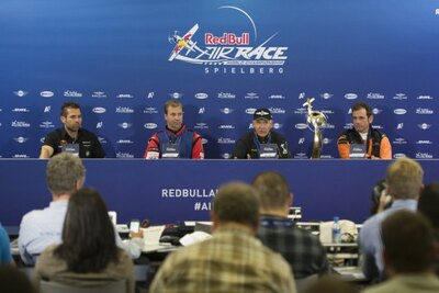 決勝後の記者会見。写真右からニコラス・イワノフ選手(1位)、ナイジェル・ラム選手(2位)、マーティン・ソンカ選手(3位)、ハンネス・アルヒ選手(4位)