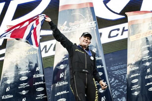 2014年のシリーズチャンピオンを獲得し、喜びを表すナイジェル・ラム選手。