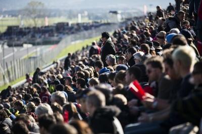 ヨーロッパ各地から、レッドブル・エアレースのファンが集まった。なかでも、地元・オーストリアを代表するハンネス・アルヒ選手への声援が圧倒的に多かった