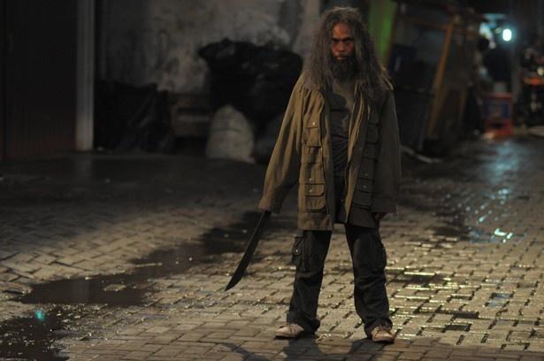 前作で衝撃を与えたマッド・ドッグ役のヤヤン・ルヒアンも別のキャラクターとして再登場!