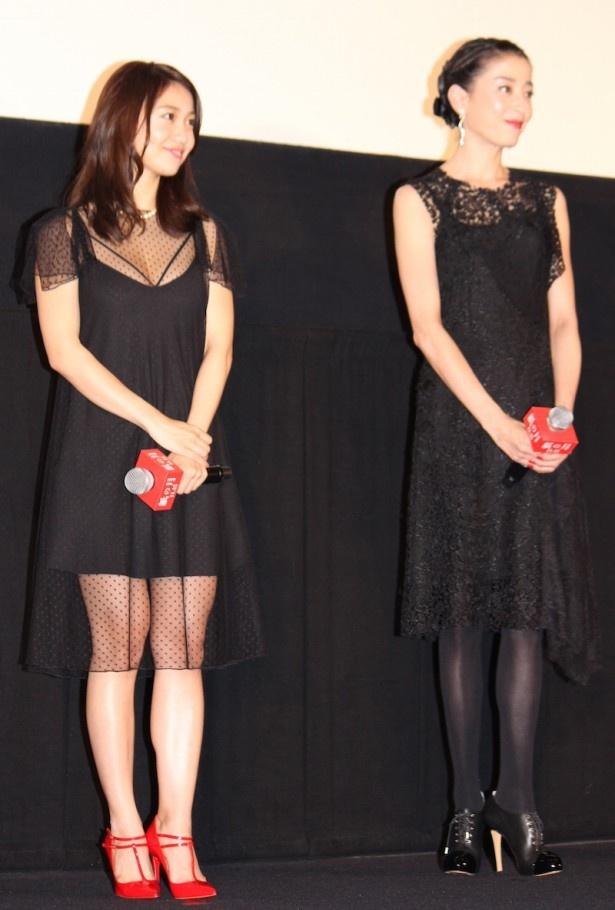 【写真を見る】黒のドレス姿で登場した宮沢りえと大島優子。大島は「小悪魔的なシースルーできました!」