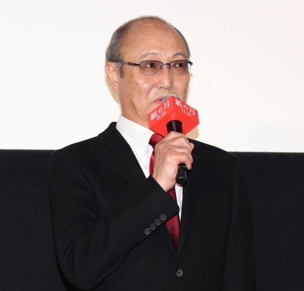 平林役の石橋蓮司