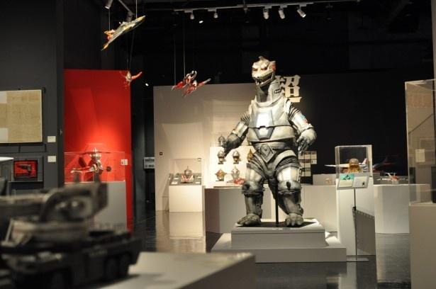 実際に使用されたメカのミニチュアを中心に、貴重な資料が集結した展示室