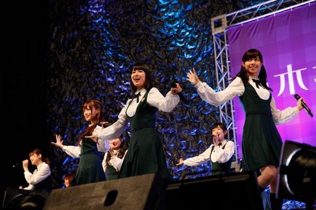 パシフィコ横浜でのミニライブで自身初のアルバムリリースが発表された乃木坂46