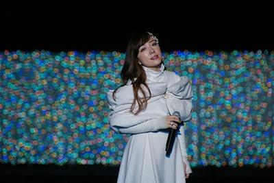 「よみうりランド ジュエルミネーション」の2014年テーマソング「My first love」を披露する平原綾香