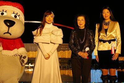 終了後のインタビューで、「家族とまた来たいです」と語る平原綾香