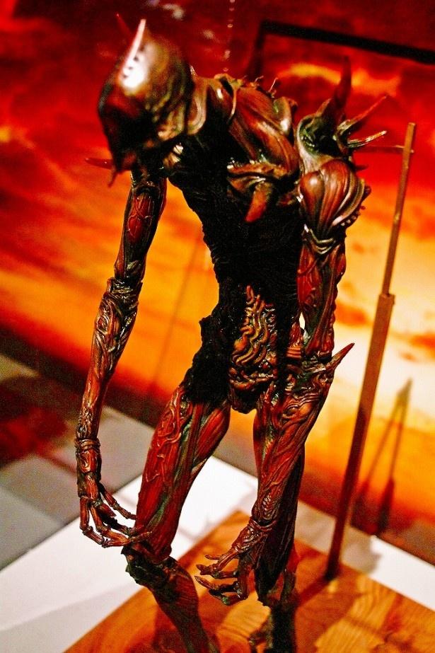 撮影で使用された巨神兵も飾られている(写真は雛形)