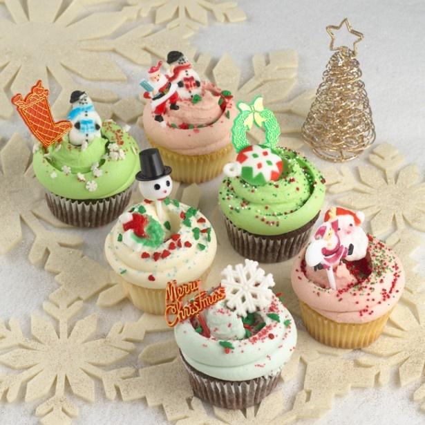 カラフルなカップケーキをクリスマスモチーフで飾りつけた「クリスマス カップケーキ」(税抜480円)