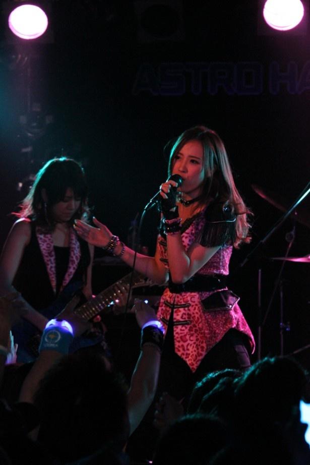 岡田が山口百恵「プレイバックPart2」、田中は筋肉少女帯の「再殺部隊」でボーカルの違いをファンに見せた