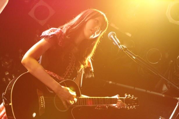 宮澤も自身が作曲した、メタル感あふれるギターソロ曲「Princess of lonely castle」を披露