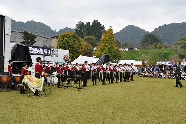 作者の母校の生徒がブランスバンド演奏