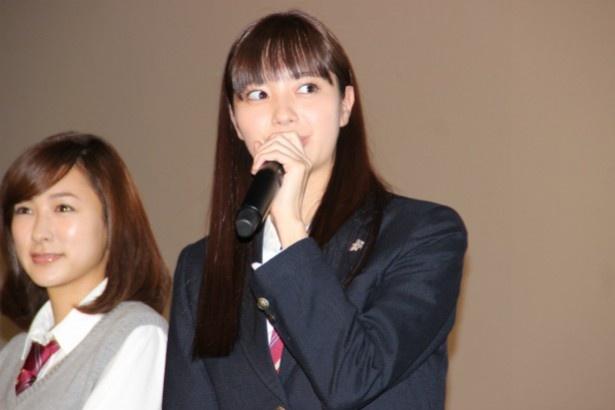 村尾修子役の荒川優愛