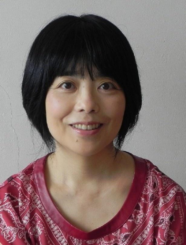 【写真を見る】「サラダ記念日」でおなじみ、歌人・俵万智は解説として登場