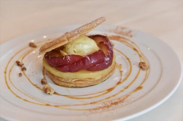 「アップルパイ バニラのアイス キャラメルソース」(950円)はサクサクのパイ生地のスイーツ