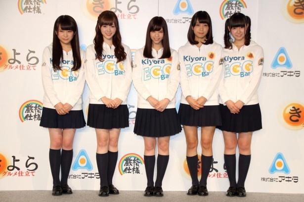 「Kiyora EGG Bar Stand」のお披露目会に登場した乃木坂46の(左から)秋元真夏、白石麻衣、西野七瀬、深川麻衣、中元日芽香