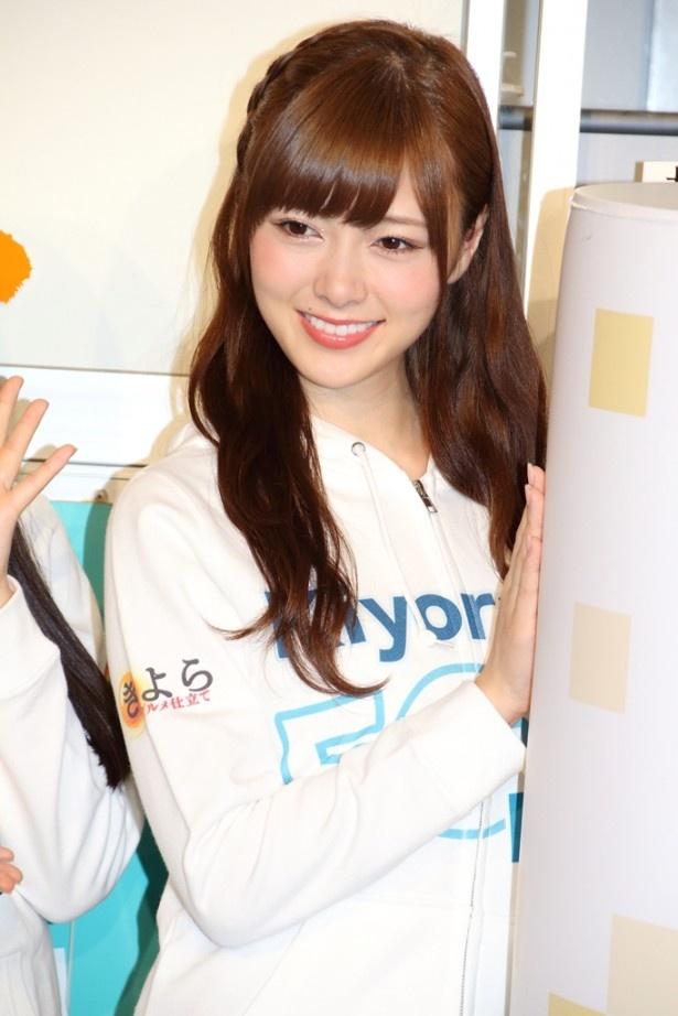 「Kiyora EGG Bar Stand」をPRする白石麻衣